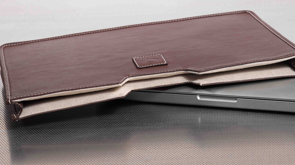 Laptop sleeve brown