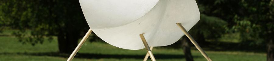 Samuel LATOUR Métaphore romantisme sculpture objet de curiosité volumes texture matériau formes libres plâtre laiton suspension soclage abstraction mouvement déséquilibre