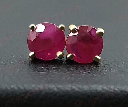 18 K Yellow Gold With 100% Natural Ruby Studs Earrings Red Color
