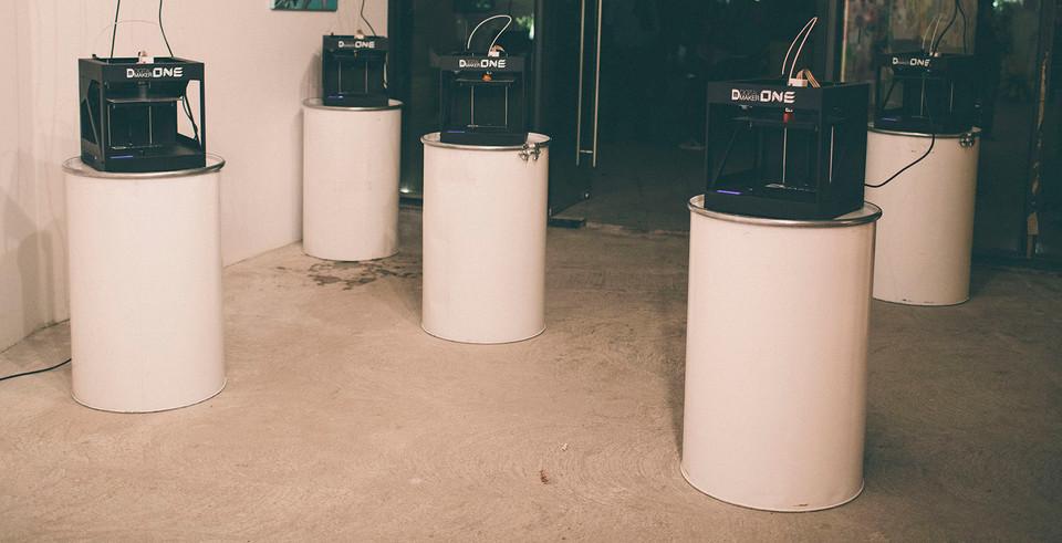 Impresoras 3D fabricando los 7 elementos de la exposición