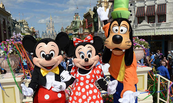 Mickey-Minnie-and-Pluto-in-Disney-World-