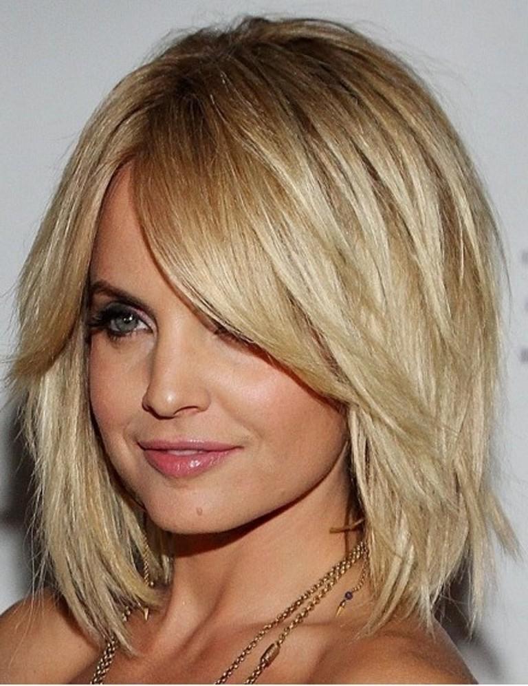 Но есть другой выход из такого положения – грамотно выбранные стрижки для тонких и редких волос.