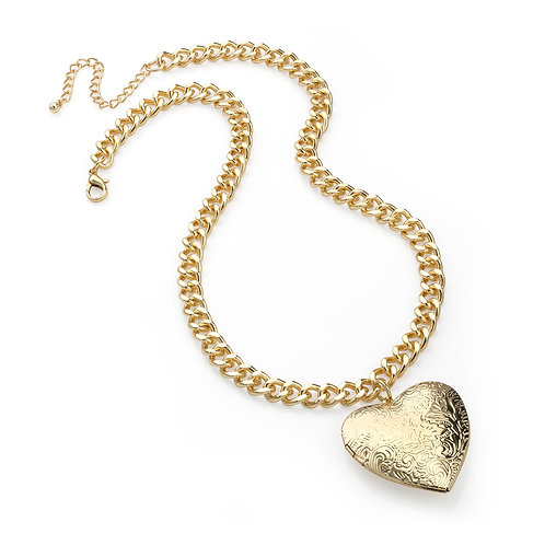N30262.  Gold heart necklace.