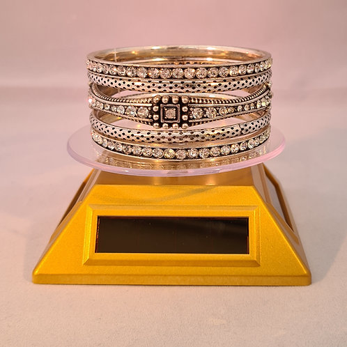 Vintage style Diamontie, blocked detailed silver plated 5 piece bangle