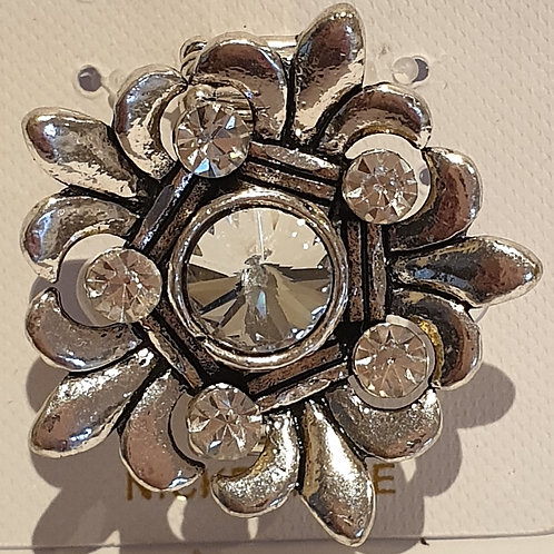Silver toned  Elasticated Diamontie flower ring.