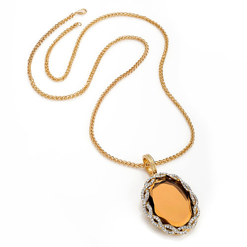Diamontie detailed oval pendant chain necklace.