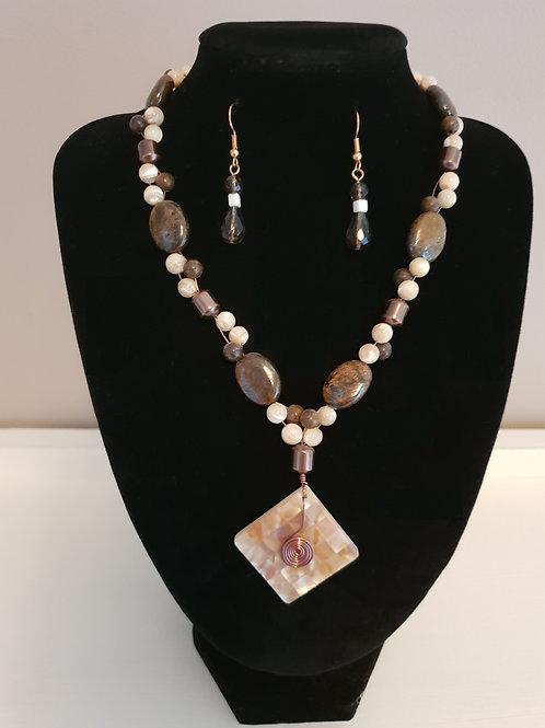 Bronzite polished Tumblestone healing crystal & medium pearl necklace