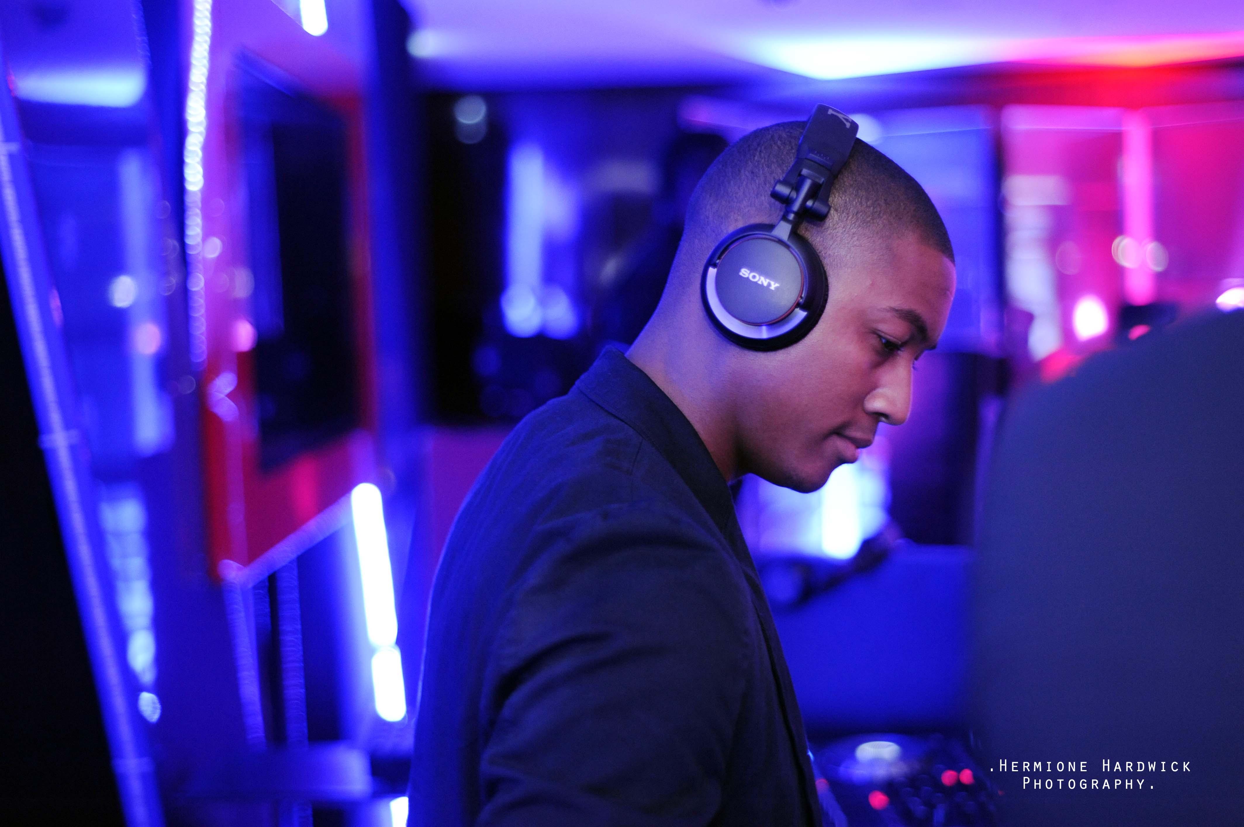 Professional DJ Hire RIckie Kiss FM