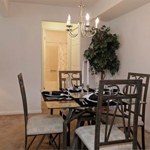 Windsor Place 1Bed Diningroom