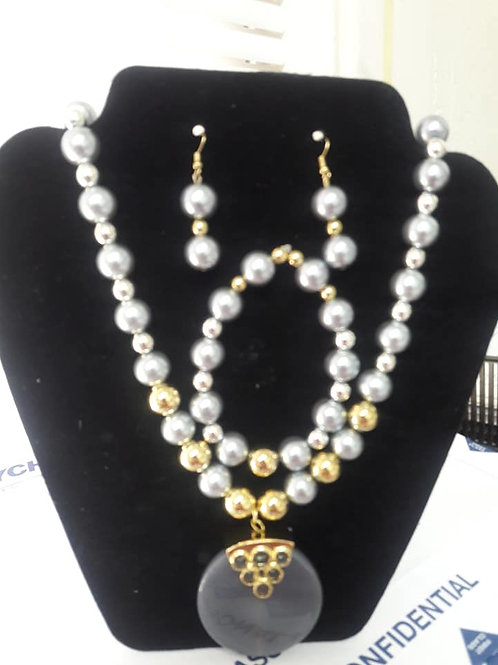 White-n-Gold Pearl Necklace