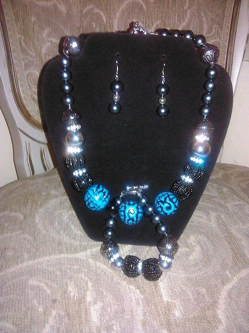 Soft Turquoise & Black Necklace & Bracelet Set