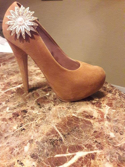 Sparkling Brooch Style Shoe Ornament
