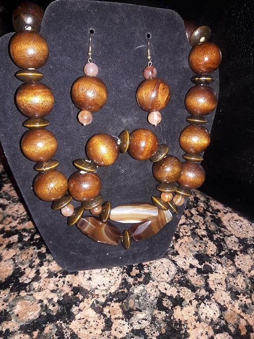 Stunting Wooden Necklace Set