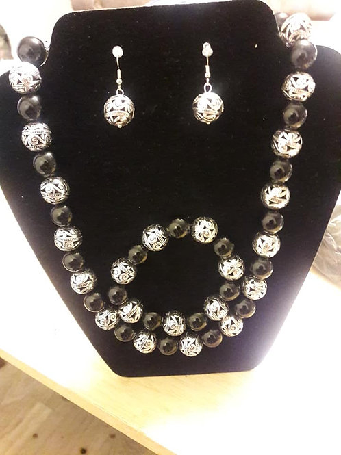 BLACK & SILVER CLUTCH YOUR PEARLS SET
