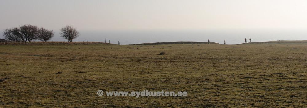 Även på vintern är det fint att besöka Ales Stenar i Kåseberga på den skånska Sydkusten!