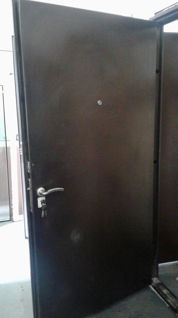 Дверь с порошковой покраской