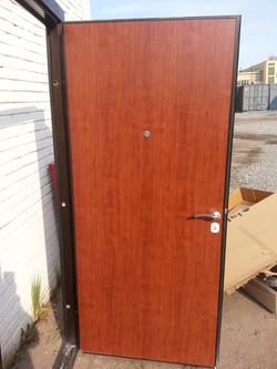дверь с панелью орех