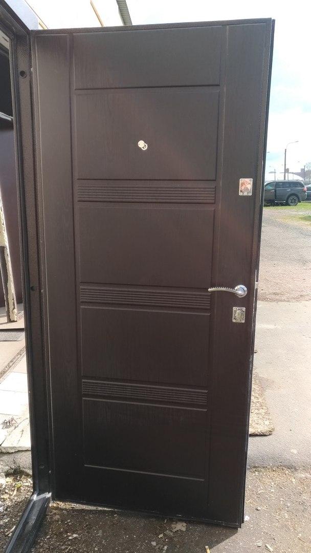 Дверь с панелью утепленная