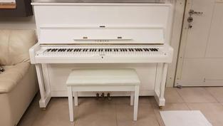 פסנתר Yamaha מדגם U-1 לבן