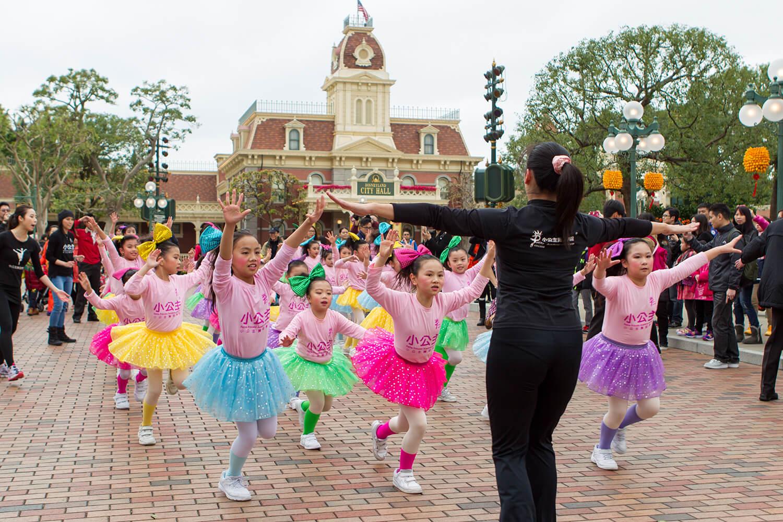 迪士尼主題樂園表演