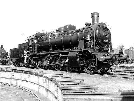 1024px-Dampflokomotive_38_205_Chemnitz_H