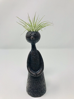 2020P04 - Thinkers with airplant
