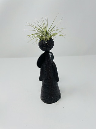 2020P04B - Thinkers with airplant