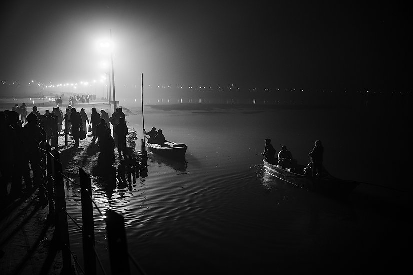 Indian-Hindu-devotees-during-a-holy-dip-at-the-Sangam,-the-confluence-of-the-Riv