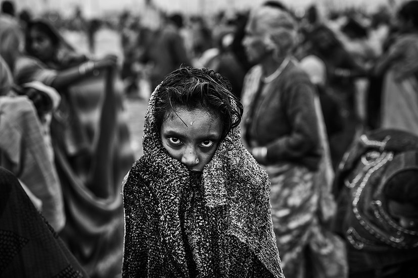 Hindu-girl-dry-after-a-holy-dip-at-Sangam,-the-confluence-of-the-Ganges,-Yamuna-