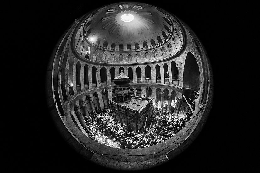Worshippers-hold-candles-in-the-Church-of-Holy-Sepulchre-during-a-Christian-Orth