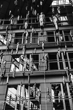 Installation-Art-of-dozens-of-puppet