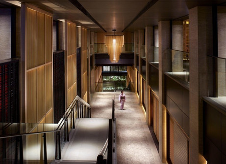 Ritz-Carlton-Interior-768x636.jpeg