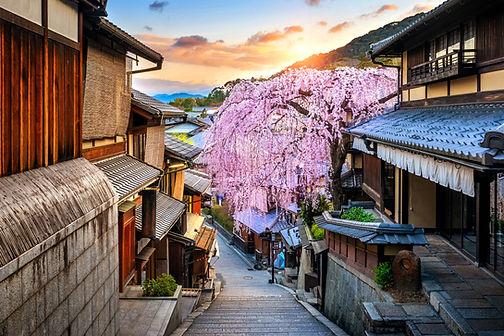 cherry-blossom-springtime-historic-higashiyama-district-kyoto-japan.jpg