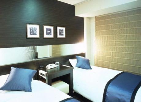 Shinjuku-Prince-Twin-Room-768x499.jpeg