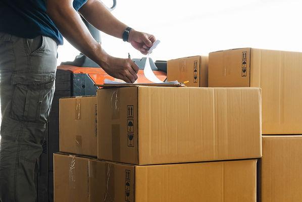 cargo-boxes-shipmwent-worker-writing-cli