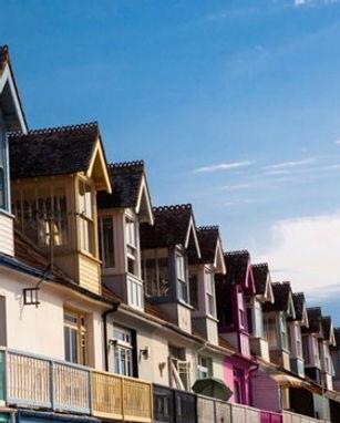 20161005213936-rental-homes-balconies.jp