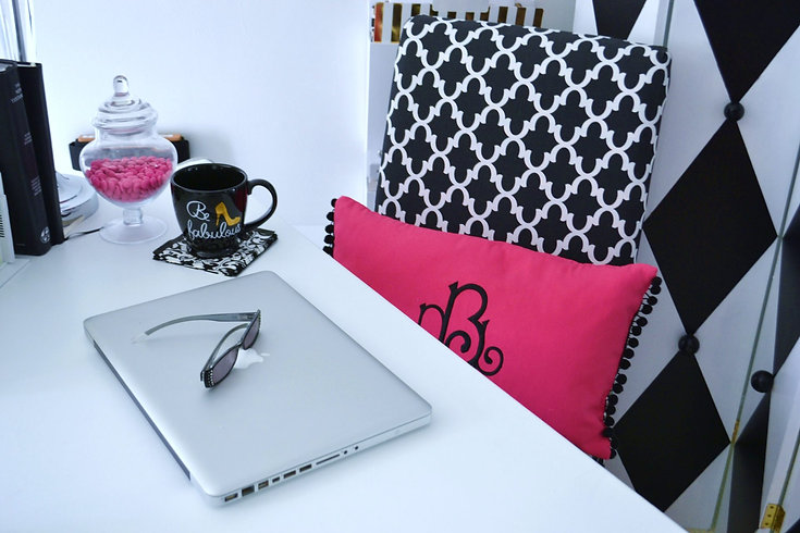 Hot-Pink-Black-White-office-desk-top-liz
