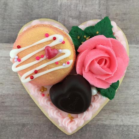 Butterream heart macaron cookie $6
