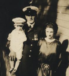 Albini Chouinard et Émilia Paquet, fils aîné d'Elzéar. Avec leur fils ainé, Robert-Patrick Chouinard