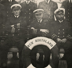 Albini Chouinard en 1927, capitaine du navire New Northland. Le New Northland un navire de la compag