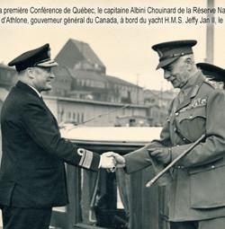 Le capitaine Albini Chouinard et le compte Althone, gouverneur général du Canada.