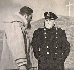 Le capitaine du brise-glace C.D. Howe Albini Chouinard dans l'Arctique