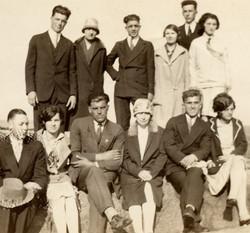 En 1921, les fils et les filles d'Elzéar et leurs conjoints(es). Réunion de famille à l'île-aux-Oeuf