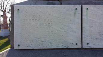 Plaque avec inscription de Mary Wilson, décédée   , monument funéraire