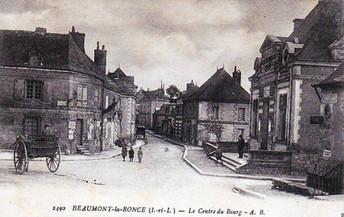Vue du coeur du village de Beaumont-la-Ronce à proximité de la ville de Tours en France
