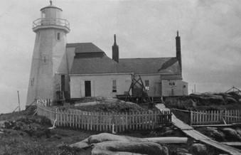 Le côté est du phare de l'Île-aux-Oeufs Source: Nadine Émond   Collection: Nataly Brisson