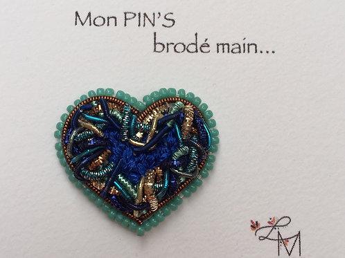 Pin's coeur brodé