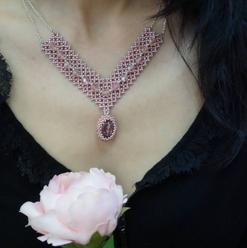 Collier en perles rose