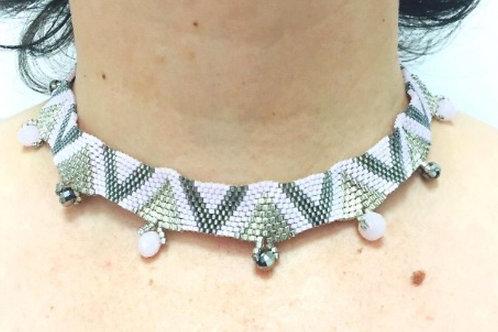 Collier en tissage des perles