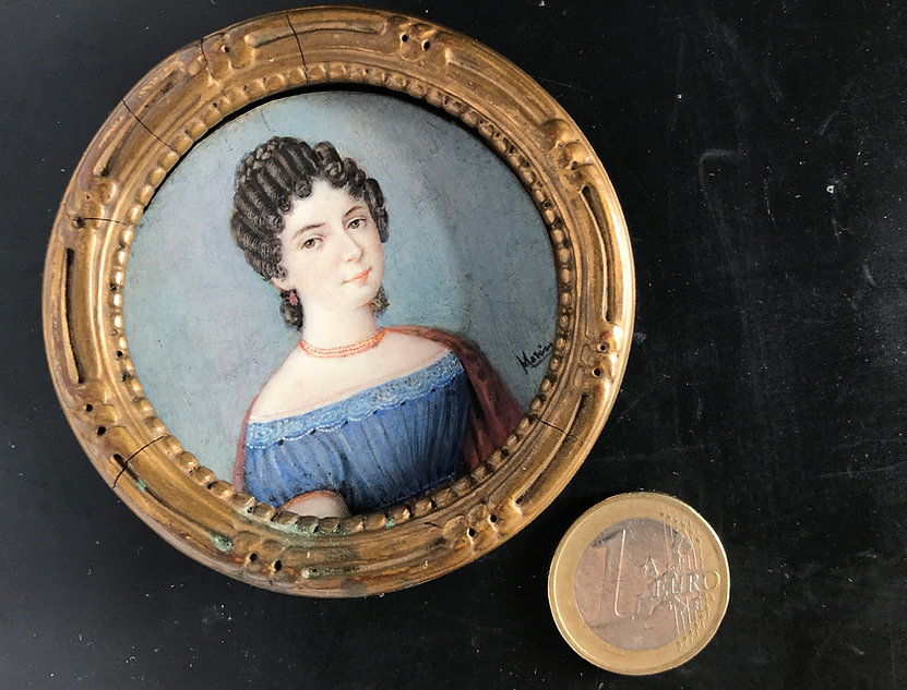 Miniaturmalerei: Frauenbild mit 50mm Durchmesser, 1840 gemalt. Bild mit dem Flächen Mikroskop Roboskop erstellt. Hersteller Fa. Robomat